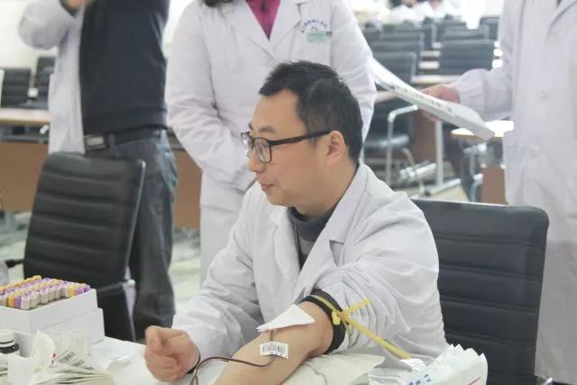 急诊科的俞成斌医生已累计献血超过3000ml