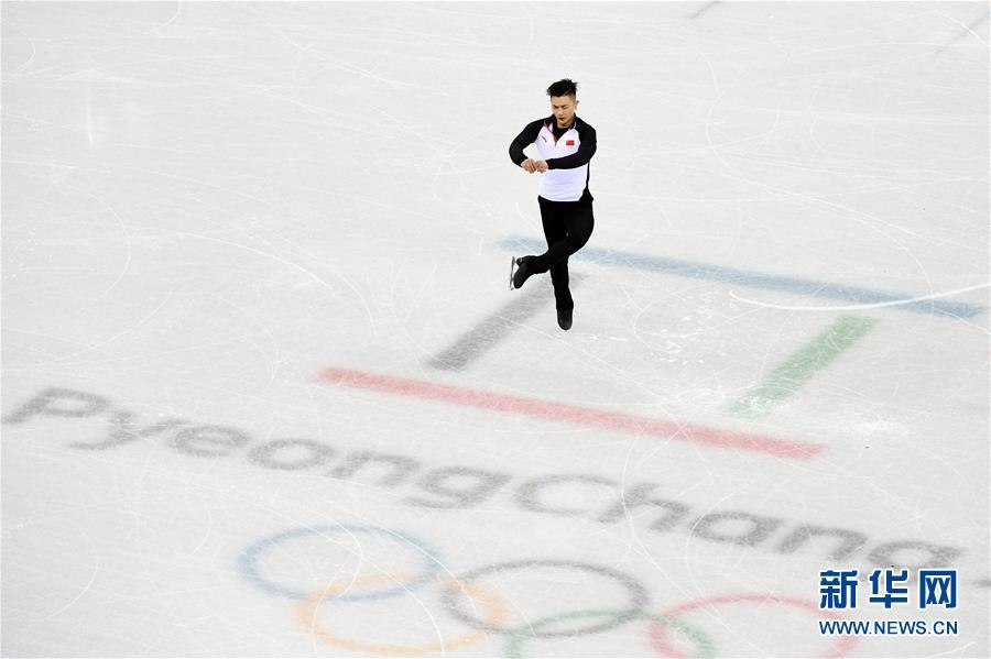 2月7日,中国花样滑冰队队员闫涵进行赛前训练。 新华社记者鞠焕宗摄
