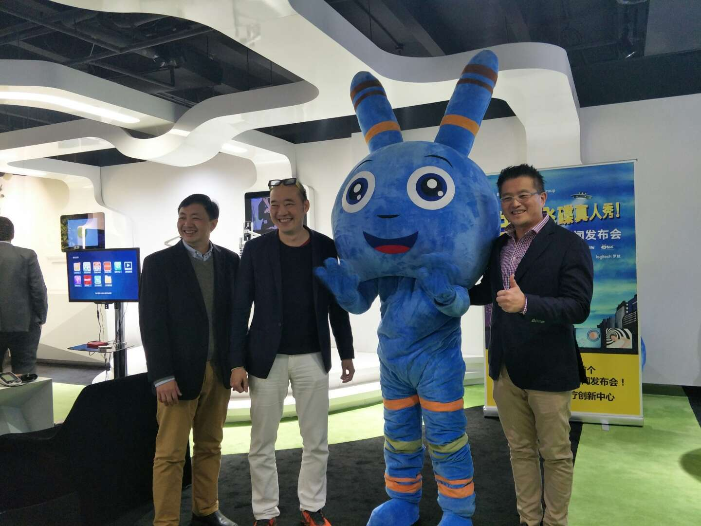 BHG Clinic IVF doctor specialists standing with blue chromosome character in the middle. From left to right: Dr Mun Yew Wong from Singapore, Dr Wei Siang Yu (founder and chairman of BHG Clinic), Dr Kenneth Leong from Melbourne, Australia