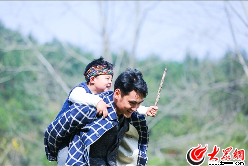 袁弘水族端节杂耍喷火 亲身示范勇敢第一课