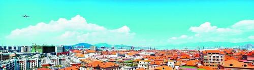 ▲经过200多天的奋战,殿前街道辖区2059栋房屋屋顶焕然一新,成为飞机航线下靓丽风景线。