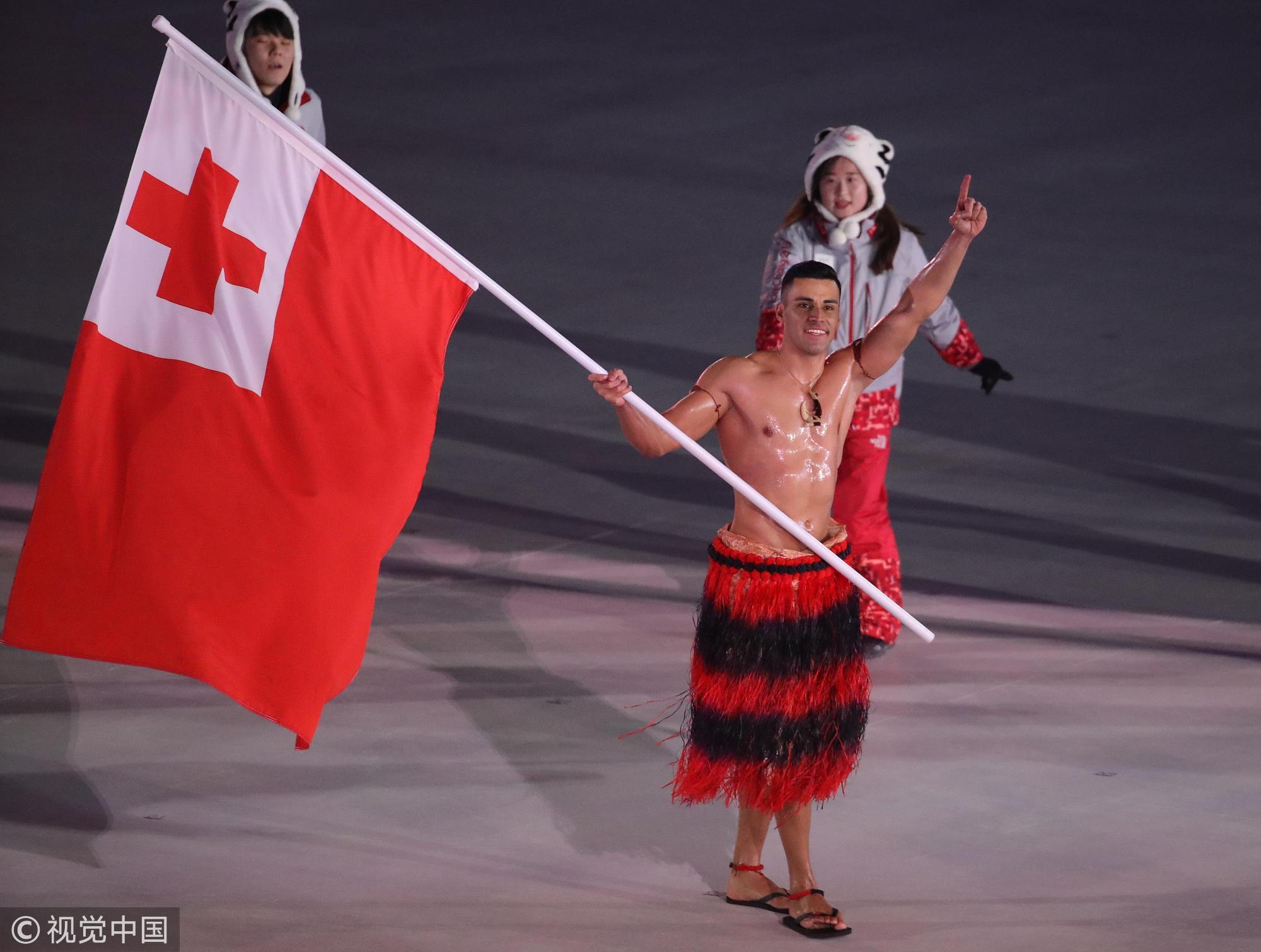 汤加代表团入场 天气严寒旗手仍然赤膊
