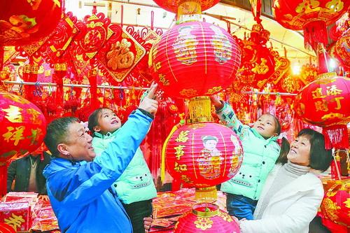 老手艺、传统民俗具有永久的魅力,受到市民的喜爱。