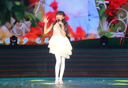 [罗诗琦登四川省第七届少儿新春联欢会献唱《红新年》