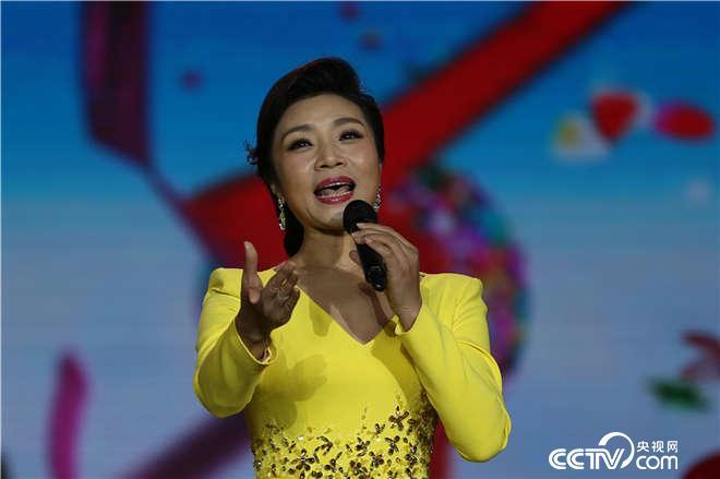 李丹阳演唱歌曲《出彩的中国》