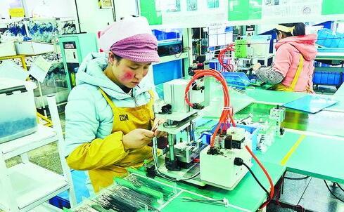 东乡务工人员在湖里辖区企业上班,开启新生活。