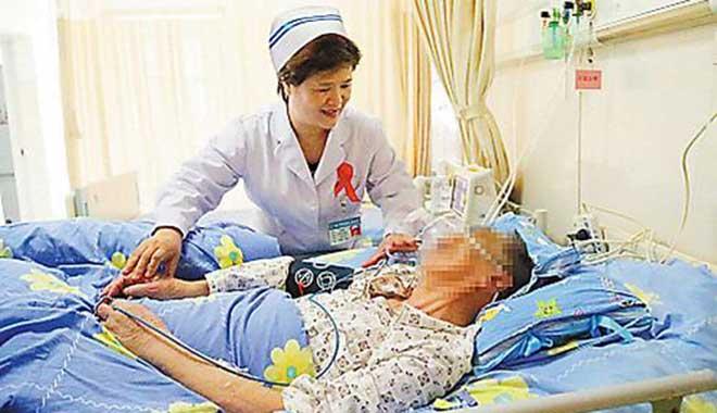 护士长与艾同行13年 当好心理治疗师