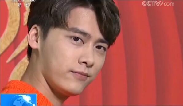 央视记者要求李易峰来一个颠倒众生的表情,于是……