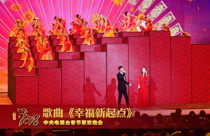 """央视春晚舞美总设计陈岩表示,""""2018年这种盛世大年的春晚出现汉字形象"""