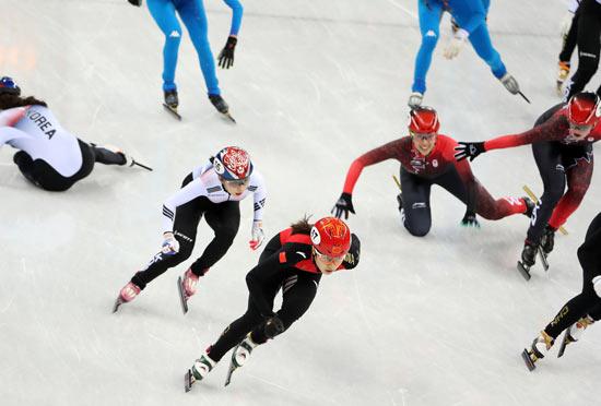 2月20日晚,在平昌冬奥会短道速滑女子3000米接力决赛中,中国队以第二名冲过终点,但最终被判罚犯规,无缘奖牌。