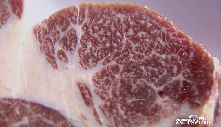 高档的牛肉一般用来煎制牛排,怎么做煎出来的牛排才更好吃呢?