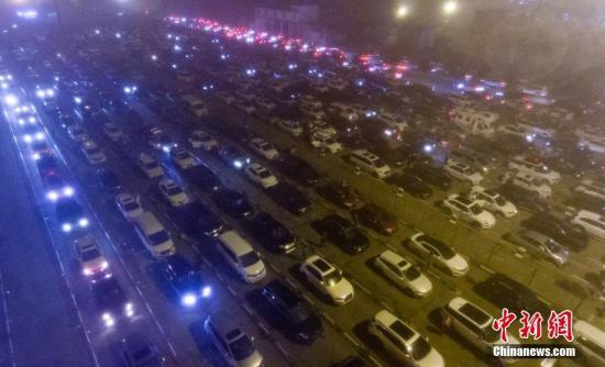 今晨大雾致海口机场港口受影响 九千车辆待渡