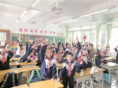 班主任发创意开学利是:有学生抽中免做作业一次