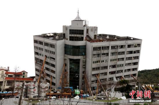 资料图:震后的云门翠堤大楼。