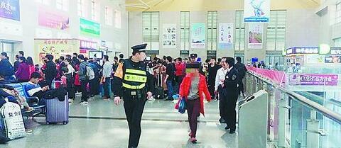 民警小叶帮助女孩找家人