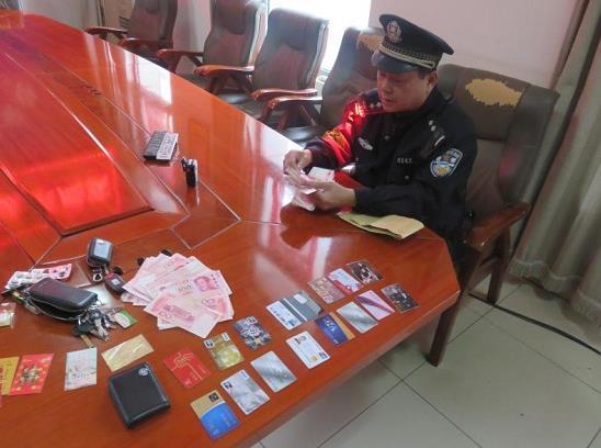 天津南站派出所一天内帮助两名旅客找回价值数万元遗失物品