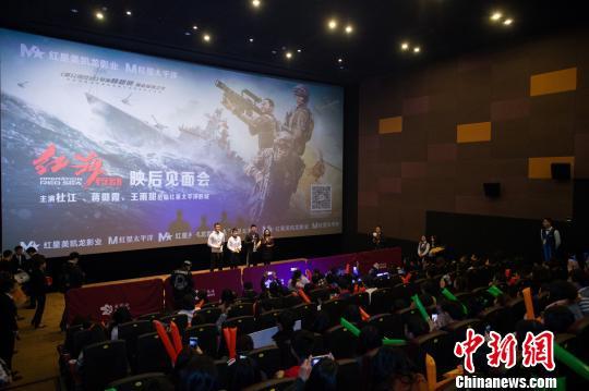 《红海行动》主创来到福州,为新电影宣传造势。 李南轩 摄