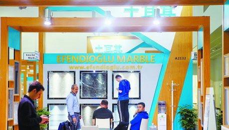 土耳其展馆的客商正在布展。