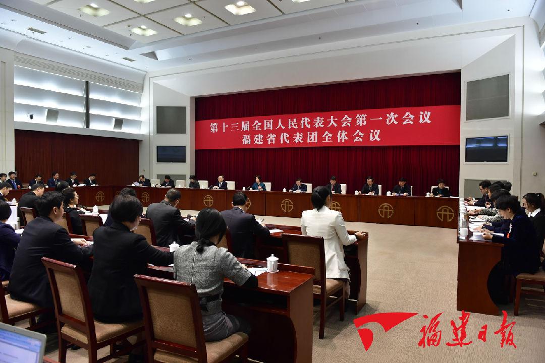 7日,福建代表团举行全团会议,审议宪法修正案草案。