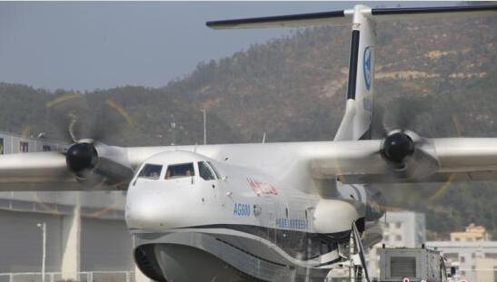 """1月24日,中国首款大型灭火/水上救援水陆两栖飞机——""""鲲龙""""AG600在珠海第二次试飞。"""