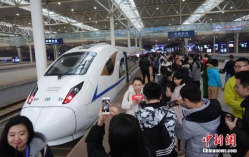 """2017年12月6日,西成高铁正式通车,中国西部交通添新""""动脉。"""