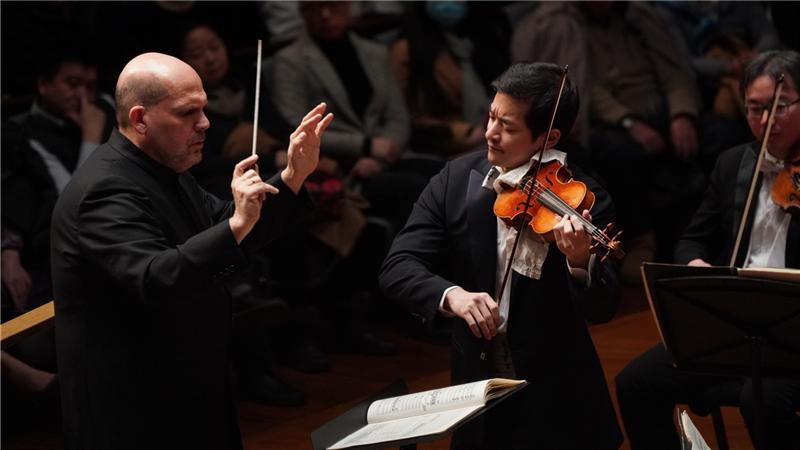 梵志登携手五岛龙为观众奏响门德尔松《E小调小提琴协奏曲》王小京/摄