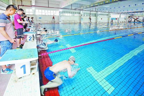 游泳考试泳姿不限。(资料图片)