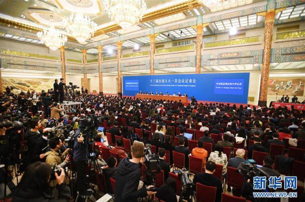 国务院总理李克强等与中外记者见面(图片来源:新华网)