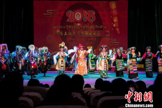 西藏民俗年味浓古老歌舞亮相新年舞台