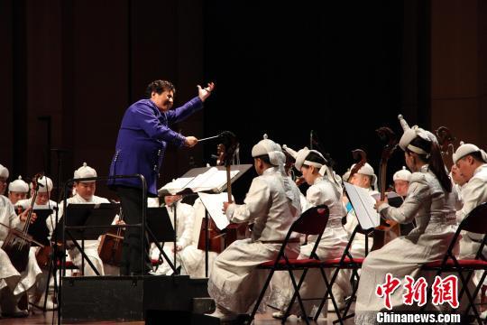 """中国·乌审马头琴乐团为""""欢乐春节""""圆满收官"""