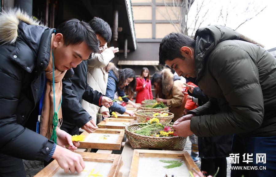留学生体验非遗技艺 感受传统文化