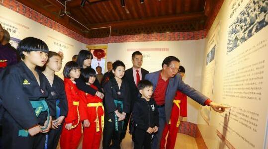 开闽三王家训馆里,吸引众多王氏子孙学习先祖历史和文化。