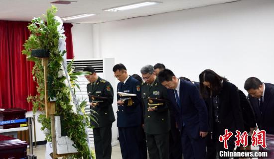 """3月26日上午,中韩双方在韩国仁川""""中国人民志愿军烈士遗骸临时安置所""""共同举行第五批在韩中国人民志愿军烈士遗骸装殓仪式。01"""