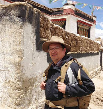 钟扬奔波在西藏高原采样留影 上海复旦大学供图