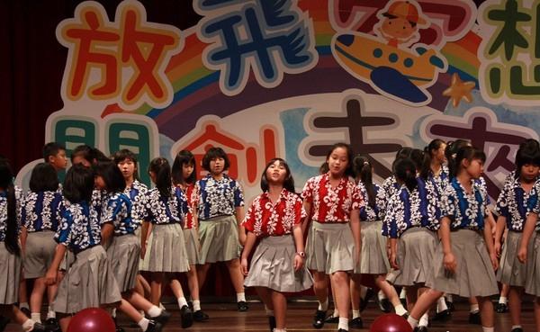 台湾台东县日前举办儿童节模范儿童表扬大会,有468位儿童获奖。