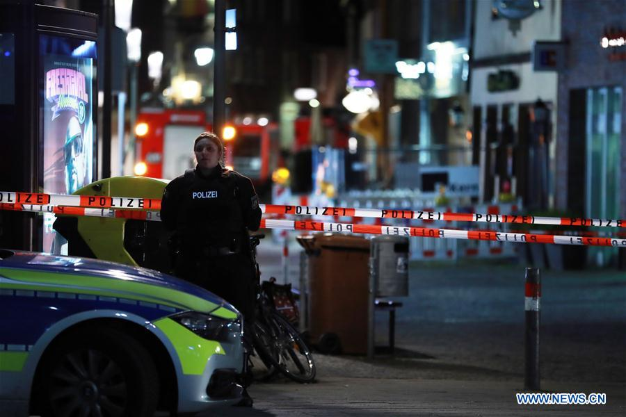 Trois morts et une douzaine de blessés dans une attaque à la camionnette en Allemagne de l