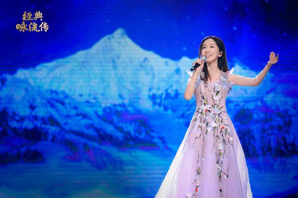 娄艺潇高音演唱《在那东山顶上》