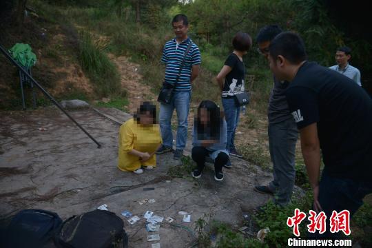 澳门金沙线上娱乐:重庆警方破获特大诈骗案_2000余人被骗控制嫌犯70余人