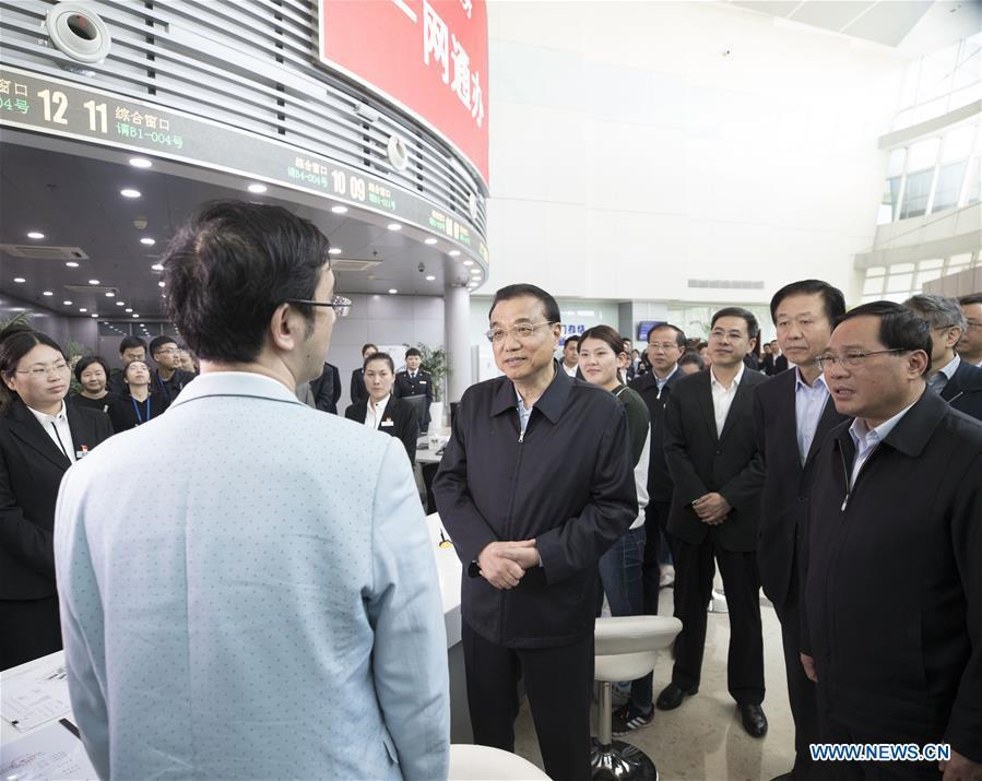 Li Keqiang appelle Shanghai à améliorer l