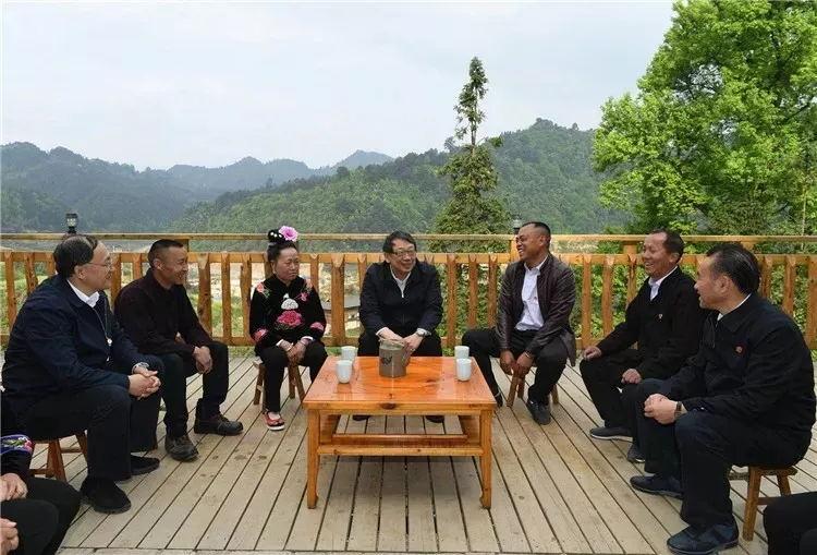 陈希在台江县排羊乡富强村与基层干部群众座谈交流