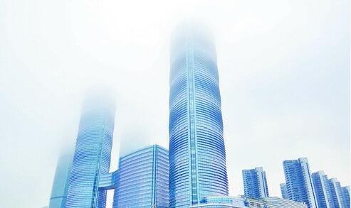 昨日傍晚海边云雾浓重,环岛路一带的高楼云雾缭绕。