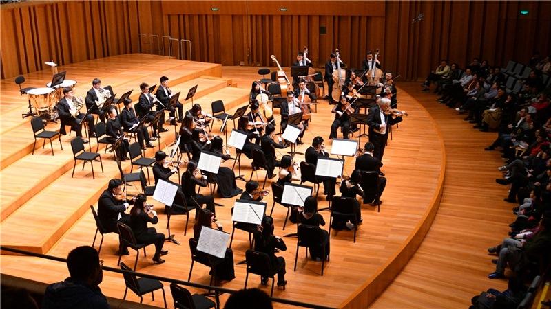 4月7日晚,国家大剧院管弦乐团为广大乐迷、观众献上了2018/19乐季的首场音乐会凌风/摄