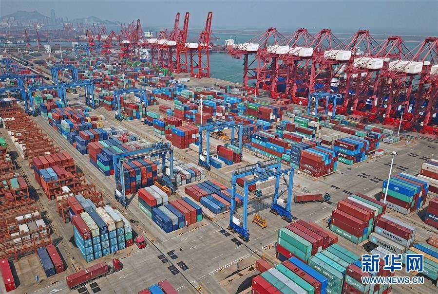 4月9日,在浙江省舟山市定海工业区,一艘大型集装箱船完成喷漆作业,焕然一新。国家统计局4月17日发布数据,初步核算,一季度国内生产总值198783亿元,按可比价格计算,同比增长6.8%。
