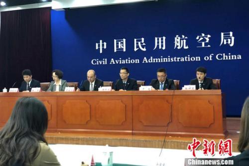 中国民航局4月18日新闻发布会现场。程春雨 摄