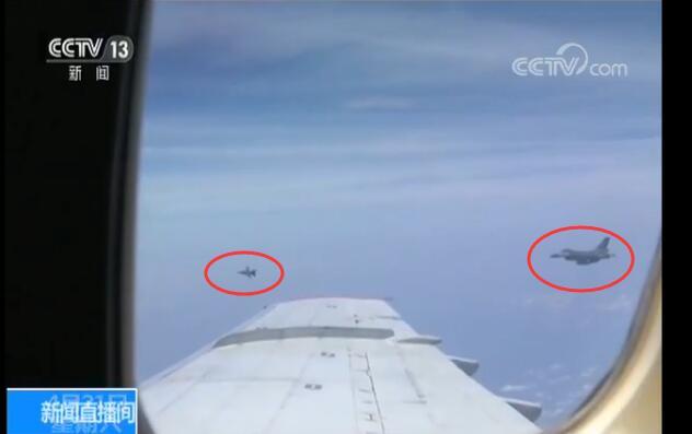 发现不明飞机一批两架,由我机右后方靠近。
