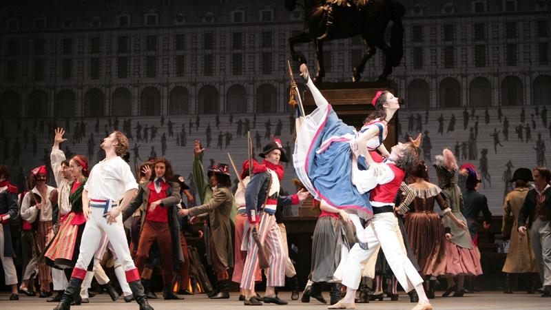 """莫斯科大剧院芭蕾舞团与马林斯基大剧院芭蕾舞团、艾芙曼芭蕾舞团并称为俄罗斯""""国家艺术团"""""""