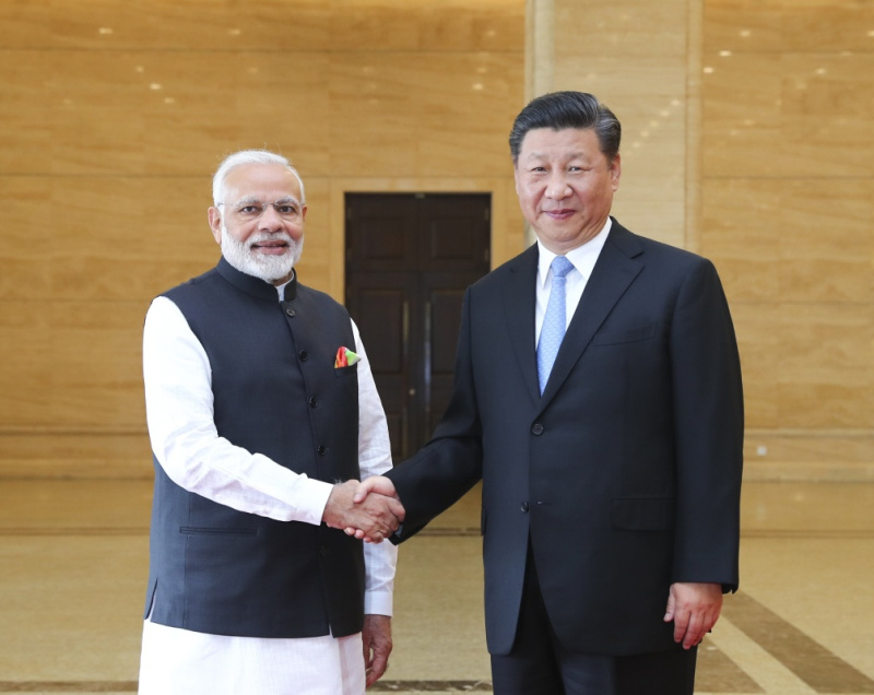 4月27日下午,国家主席习近平同来华进行非正式会晤的印度总理莫迪在湖北省博物馆参观精品文物展。