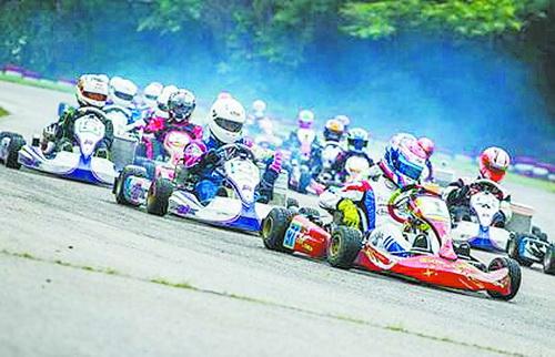 本次活动可以让孩子成为小小赛车手。(主办方供图)