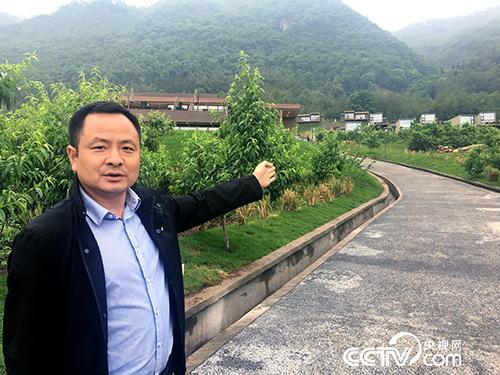 现如今,高银兵将镇内10个村的道路连接成环线的目标已经实现。(袁育堃 摄)