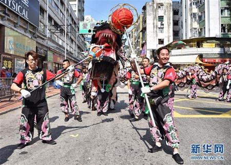 资料图:香港元朗区为庆祝天后诞举行会景巡游。